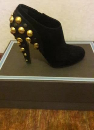 Ботинки  замш черные  на каблуке