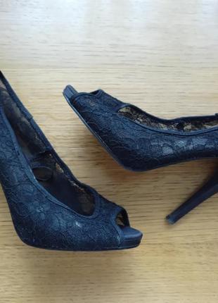 Ажурні туфлі на каблуку розмір 39