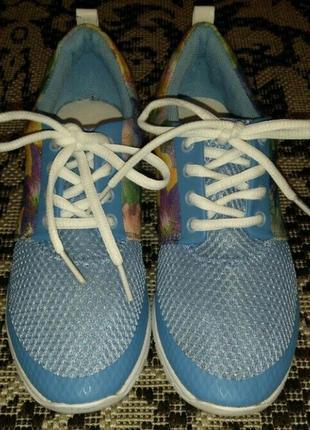 Dockers оригинал. новые кроссовки ,37 размер