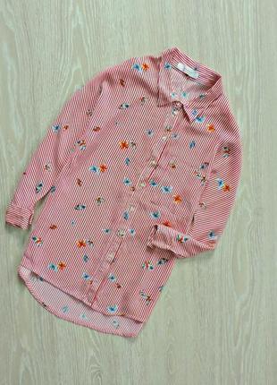 Яркая блуза в бабочках