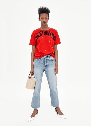 Хлопквая футболка с надписью и жемчугом от зара