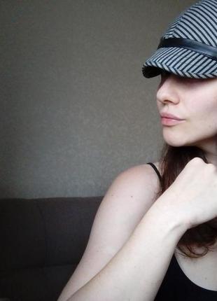 Кепи серая кепка с козырьком осенняя в полоску полосатая кепка