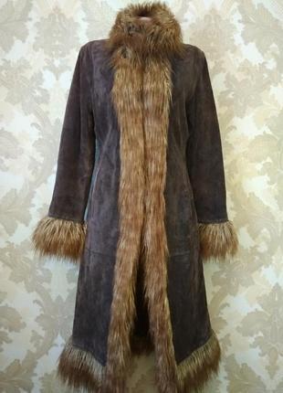 Шикарное натуральное пальто с мехом из ламы.