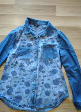 Стильная джинсовая рубашка,с рисунком спереди