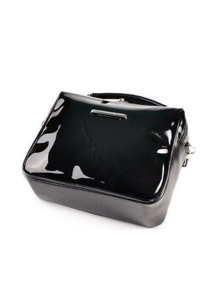 Черная маленькая лаковая сумка через плечо кроссбоди на молнии2 фото