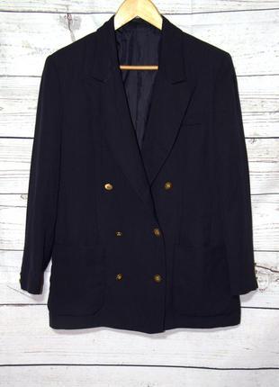Шикарный темно-синий пиджак с золотистыми пуговицами