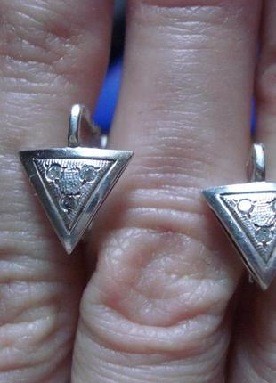 Милые треугольные серебряные серьги, сережки, серебро 925 проба.