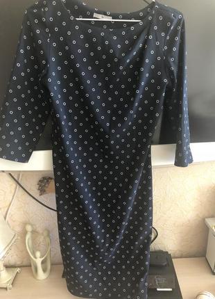 Стильное платье с рукавом в горошек