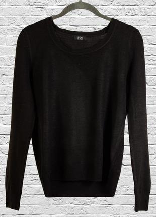 Черный свитер приталенный
