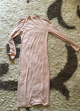 Красивое облегающие нюдовое платье длинны миди