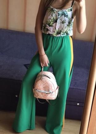Штаны с лампасами prettylittlething ,брюки