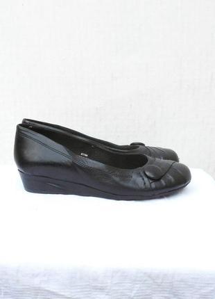 Черные кожаные классические балетки туфли на танкетке
