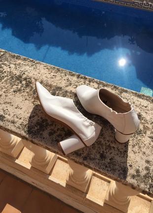 Кожаные туфли ботильоны ботинки в стиле минимализм mango, cos белые кожа новые