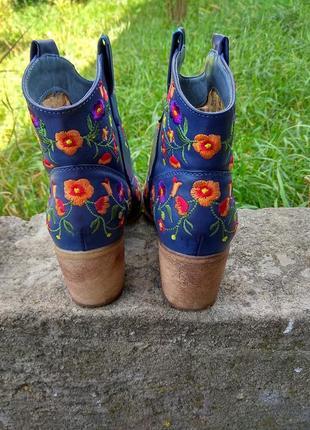 Сапожки ботинки вышитые3 фото