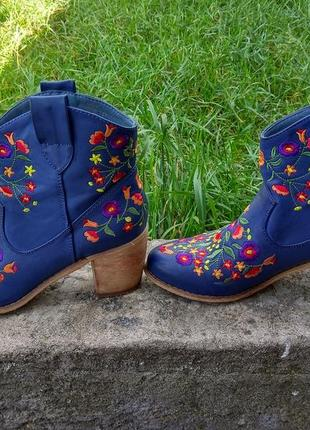 Сапожки ботинки вышитые4 фото