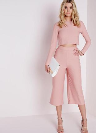 Розовый укороченный топ с открытой спиной на запах missguided