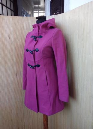 Розовое шерстяное пальто дафлкот с капюшоном benetton xs/s