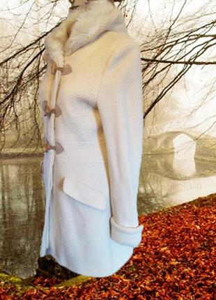 Отличное кремовое демисезонное пальто от jane norman