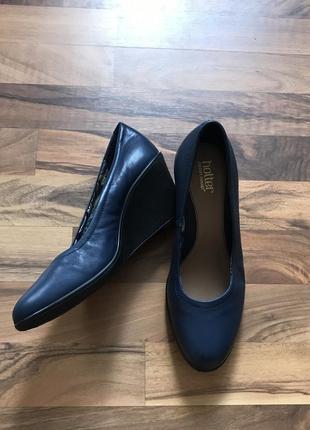 Женские кожаные туфли hotter