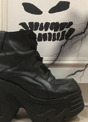 Ботинки на высоком каблуке платформе demonia