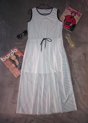 Стильное белое  платье в полоску