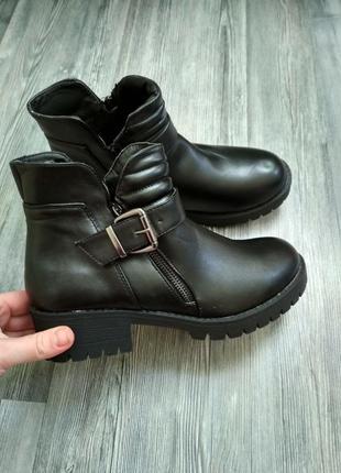 Стильные новые демисезонные  ботинки на толстой подошве