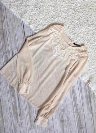 Красивая нежная блуза с кружевом