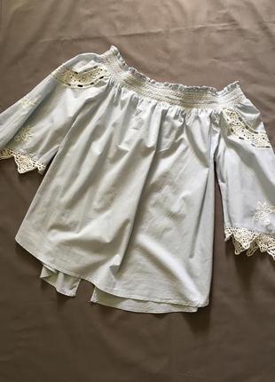 Стильная блуза с ажуром и вышивкой