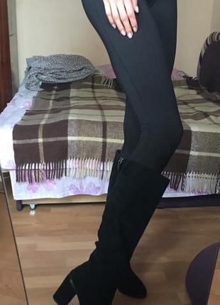 Замшевые чёрные сапоги ботфорты bershka