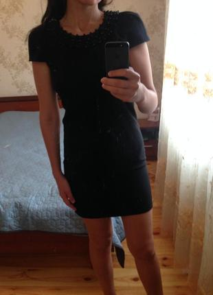 Бомбезна чорна сукня