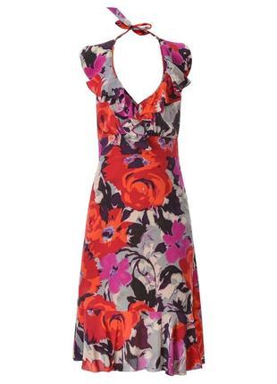 Шелковое, яркое платье.