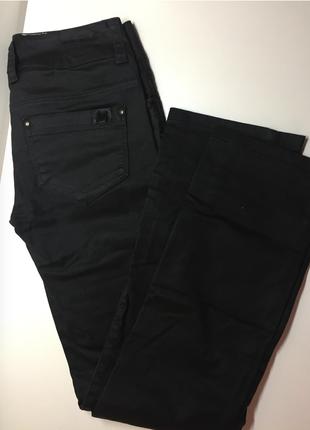 Продам джинсы покрой прямой. страна производитель турция размер 36/s vero moda