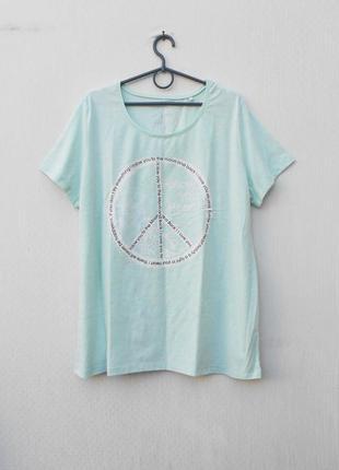 Трикотажная футболка с надписью с принтом