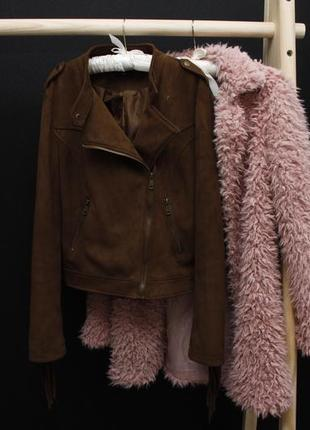 Крутая куртка косуха под замш с бахромой