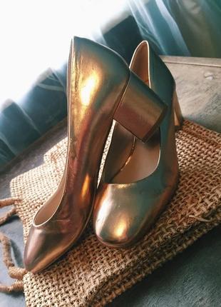 Туфли мюли золотистого цвета