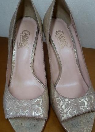 Обалденные кожаные бежево-золотистые летние туфли с открытым носком