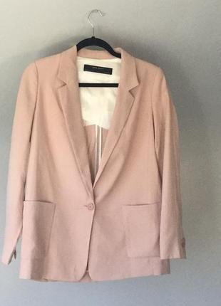 Пудровый удлиненный жакет пиджак