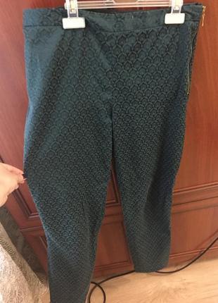 Зеленые укорочённые брюки