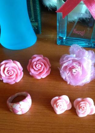 Набор: серьги розочки + кольца розового цвета/розочки/цветочки/сердечки