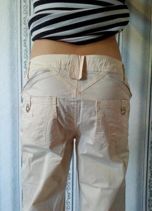 Оригинальные брюки молочного цвета