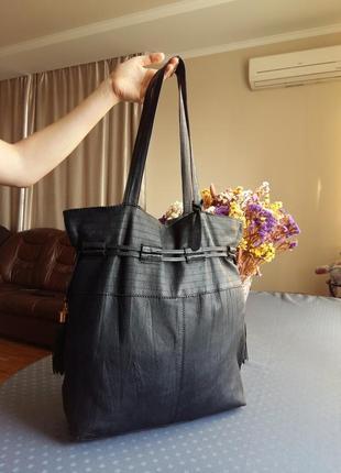 Кожаная большая черная сумка шоппер фирмы topshop