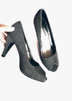 Шикарные блестящие туфли с открытым носком 39 размер tamaris