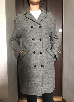 Серое шерстяное пальто zara