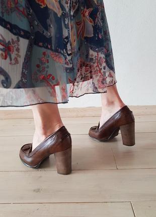 Кожаные туфли на среднем каблуке benetton