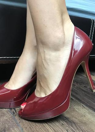 Лаковые вишневые туфли christian dior