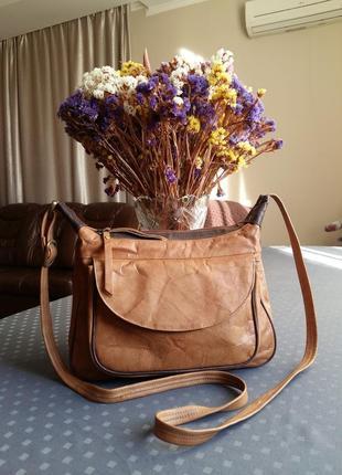 Кожаная светло коричневая мраморная сумка кроссбоди фирмы mia