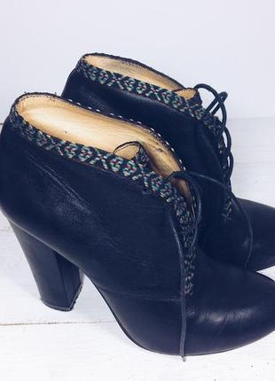 Кожаные ботинки. кожа. ботильоны. обувь на каблуке. женская обувь.