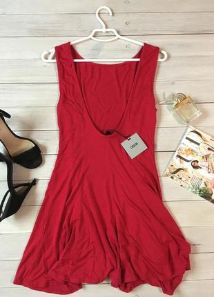 Платье с красивой открытой спинкой