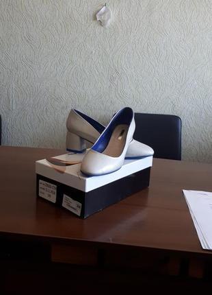 Удобные туфли на невысоком каблуке