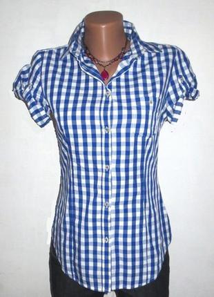Модная рубашка от benetton идеальная для базового гардероба размер: 42-s
